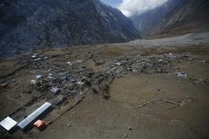 Earthquakes in the Himalayas regularly cause landslides that block rivers (Image: Alamy)