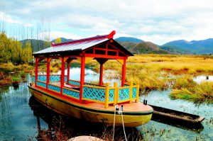One of the propeller-driven boats that campaigners said would damage Lugu lake, where the Mosuo ethnic minority have used non-motorised dugout boats in daily life and to transport tourists (Image by 钟美兰)