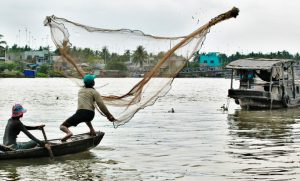 Traditional fishing in the Mekong delta (Photo: Uwe R. Zimmer)