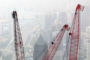 """经济学家们预测了中国面对经济放缓可能出现的情景,这将影响二氧化碳达到峰值的时间。图片来源:<a href=""""https://pixabay.com/en/panorama-shanghai-big-city-china-1046705/"""" target=""""_blank"""">Peggy</a><a href=""""https://pixabay.com/en/panorama-shanghai-big-city-china-1046705/"""" target=""""_blank"""">_Marco</a>"""