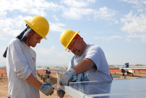 US engineers install solar panels (Image by skeeze)