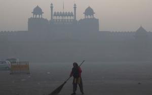 Smog envelops the Red Fort, New Delhi