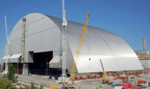 这个醒目的巨型保护罩将保护周边区域在可预见的将来免受进一步的辐射污染。图片来源:EBRD