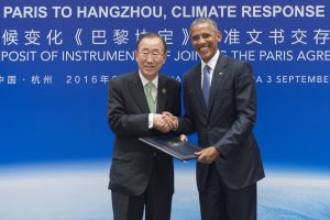 Ban Ki-moon receives the legal instruments for joining the Paris Agreement from Barack Obama at the 2016 G20 summit in Hangzhou, China. (Image by UN Photo/Eskinder Debebe)