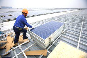 Solar roof installation inShanghai, China. (Image:Jiri Rezac)