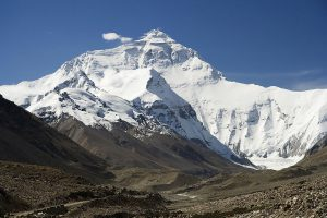 The north face of Mount Everest as seen from the Qinghai-Tibet Plateau (Image: Lucag)