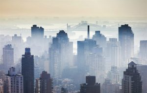 In 1966, New York City experienced a deadly smog event that profoundly impacted air pollution legislation in the decades that followed. (Image: Seeker)