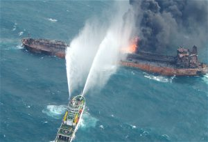The Sanchi oil tanker daysbefore it sank(Image:weibo)