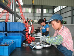 """中国的电子废弃物总量预计到2030年会达到2840吨,成为比美国或欧盟更大的电子废弃""""产地""""。图片来源:Global E-Waste Monitor"""