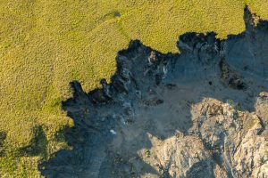 Permafrost thaw slump along the Arctic coast (Image: