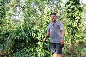 Farmer Y Bel Eban in his coffee farm, Krong village, Buon Ma Thuot, Vietnam (Image: Karoline Kan/chinadialogue)
