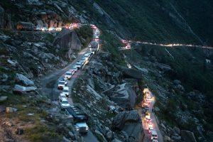 A tailback of tourist traffic at the Rohtang pass on the Leh–Manali Highway, India, 2019 (Image © Gareth Philips)