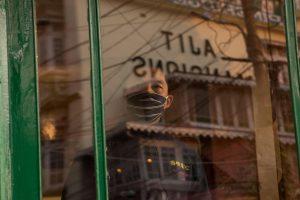 An anxious restaurant worker (Image: Alamy)