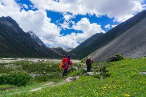 贡嘎环线的徒步登山者。图片来源:Alamy