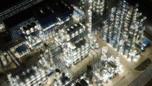 辽阳石化厂区夜景图。图片来源:Alamy