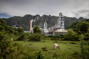 The Thai Boon Roong cement factory at the foot of Phnom La'ang (Image: Roun Ry / China Dialogue)