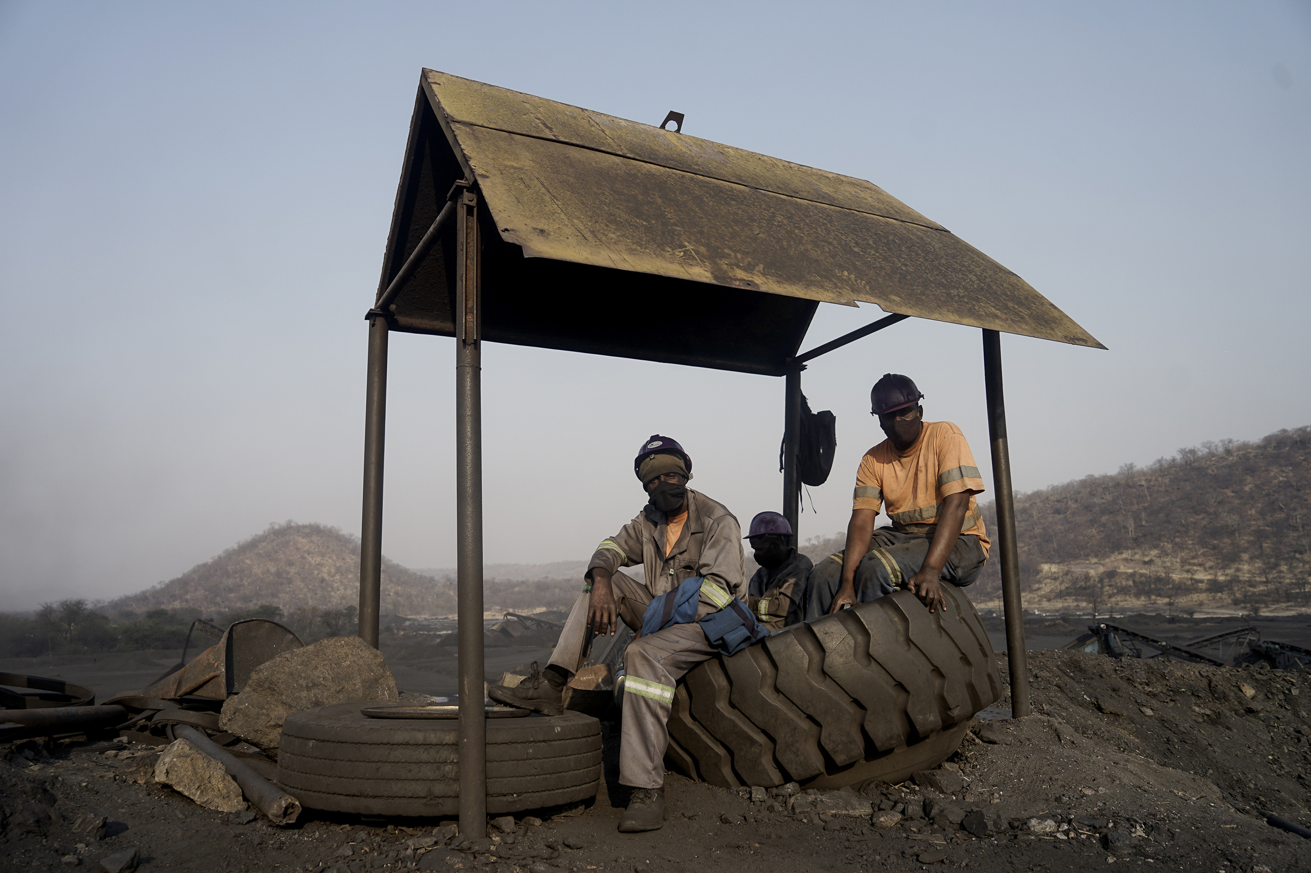 Miners take a break at a Makomo Resources coal mine in Hwange. Makomo and Zambezi Gas are some of the newer players in Hwange's coal-mining scene. (Image: KB Mpofu / China Dialogue)