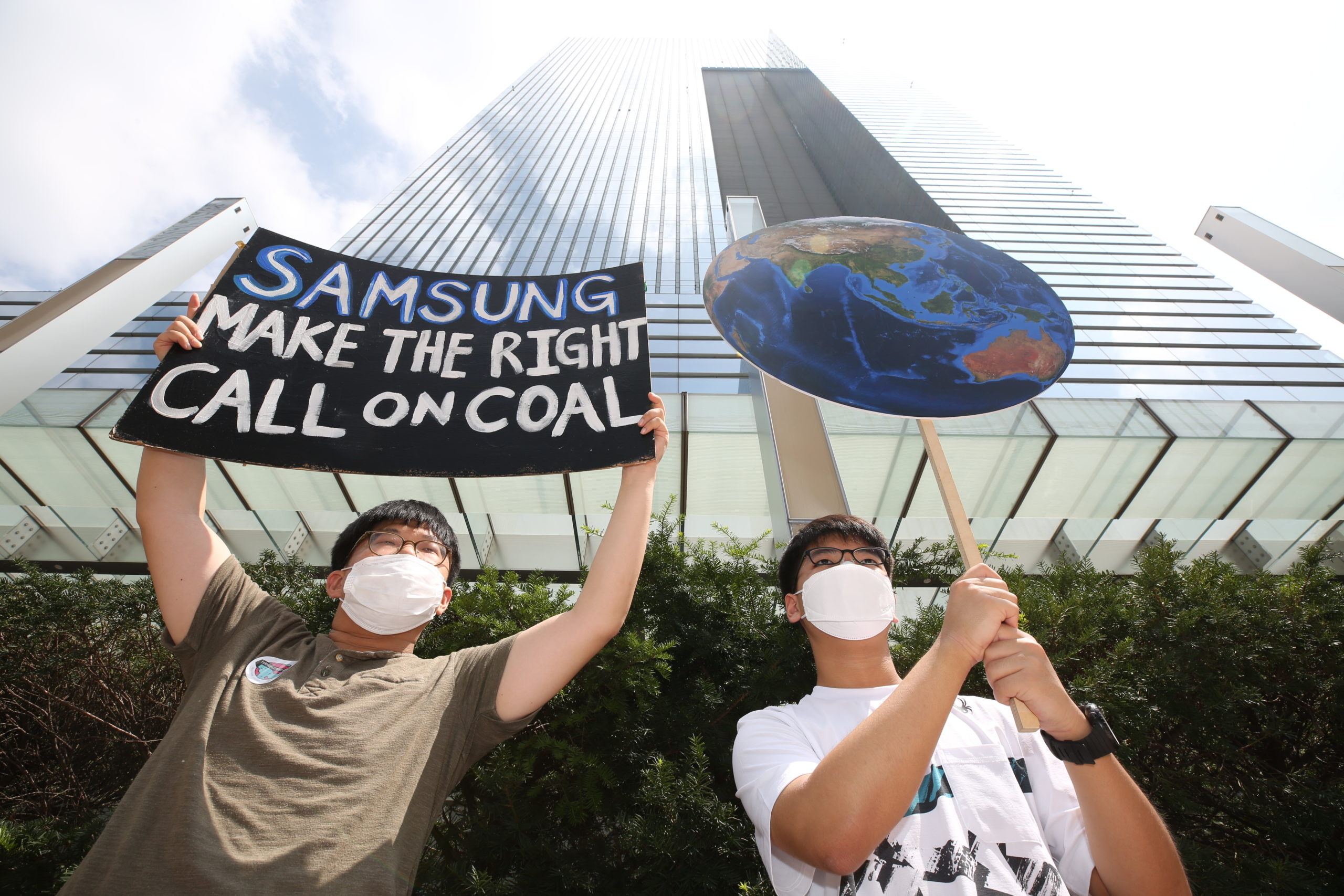 Protesters outside Samsung's Seoul HQ in August, calling for it not to participate in the controversial Vung Ang 2 coal power plant in Vietnam. (Image: Youth4ClimateAction)
