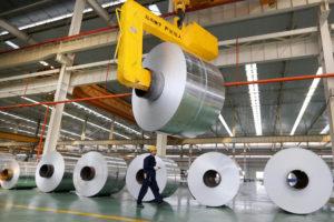铝是电动汽车和新能源等新兴产业的重要原材料,图为安徽的一家铝材厂。图片来源: Alamy