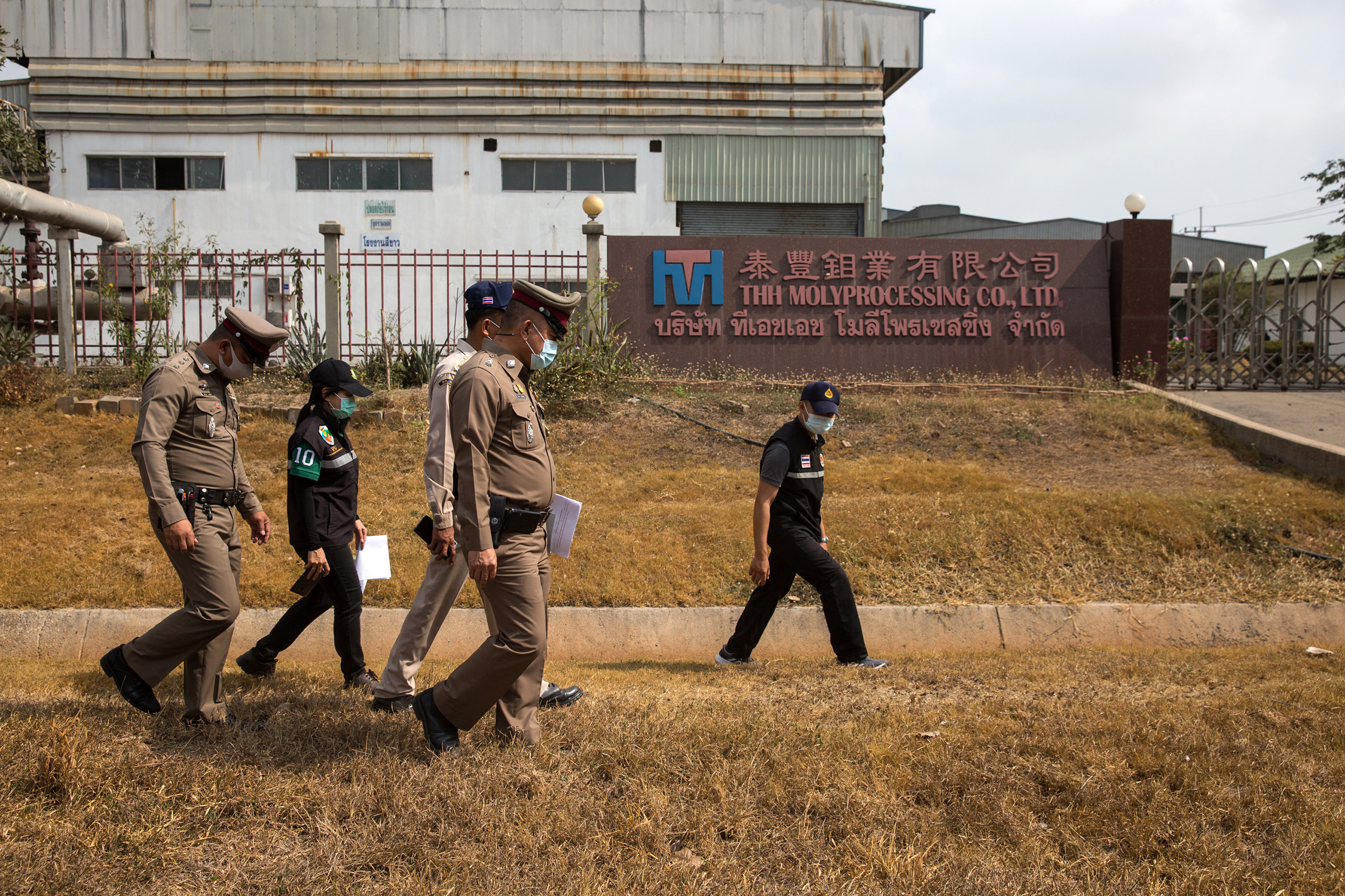 Police from the National Environment Division and members of the Environmental Pollution Agency,