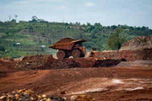印度尼西亚南苏拉威西(South Sulawesi)的镍矿。这个行业在毁林、污染和用工环境等方面劣迹斑斑。图片来源:Hariandi Hafid / Alamy