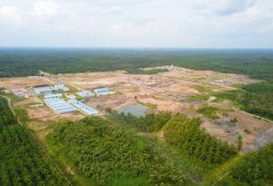 印尼南苏门答腊省南苏1号(Sumsel-1)坑口燃煤电厂施工鸟瞰图,拍摄时间为去年十一月。图片来源:中外对话