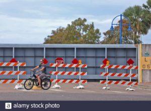 2005年卡特里娜飓风后,新奥尔良市建造了许多防洪闸门。 (Image: Michael DeMocker / Alamy)